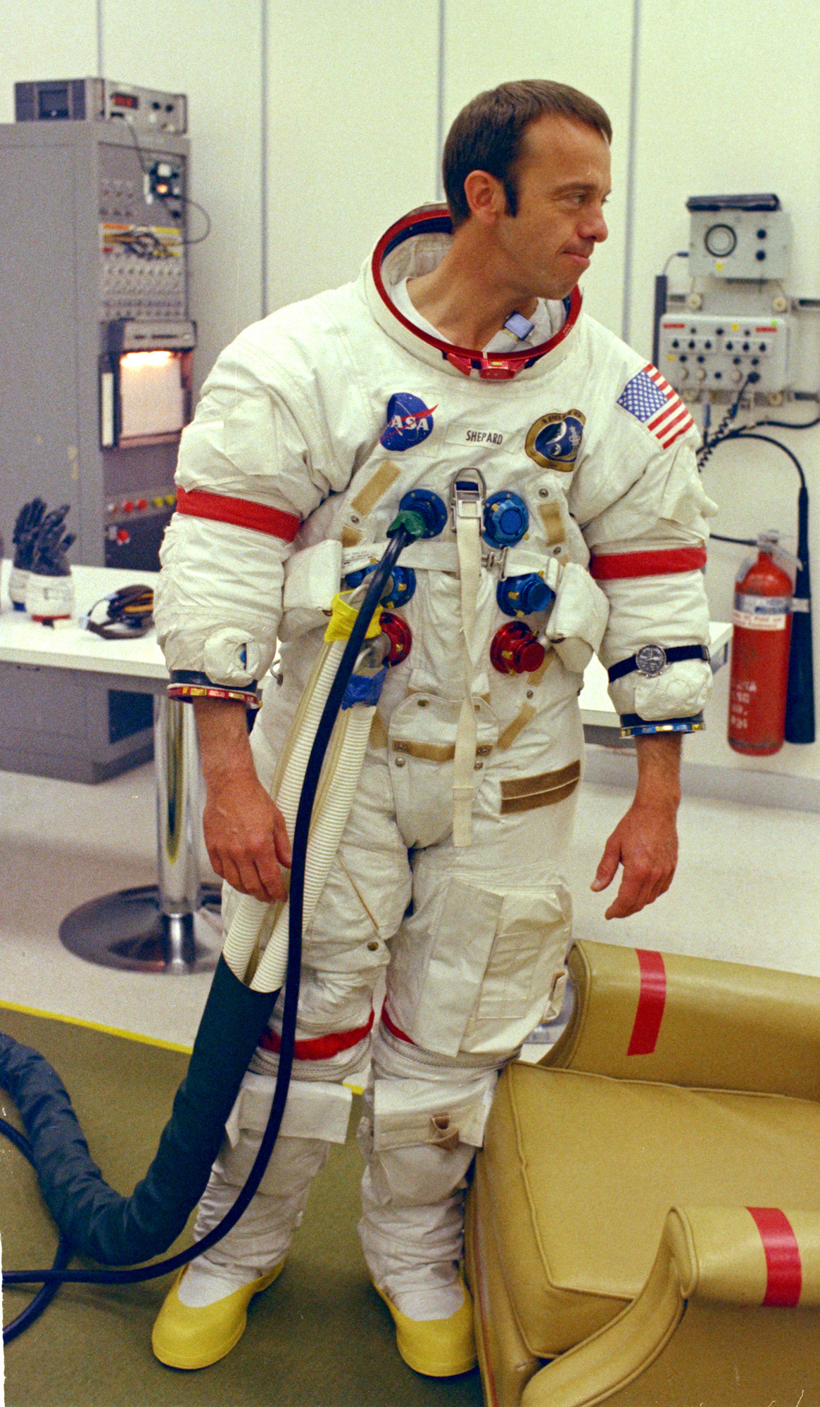 weight of apollo space suit - photo #27